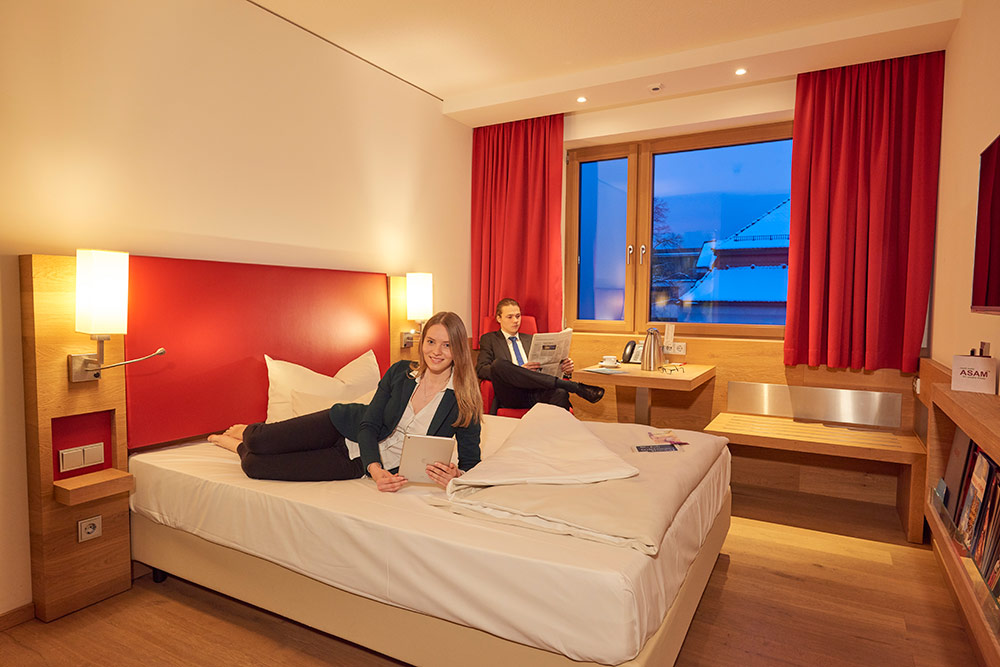 exklusives Business EZ/DZ mit Queensize Bett, Handyladestation